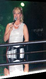 Sabrina Lange moderiert auf einem Show-Event in Wesseling bei Köln