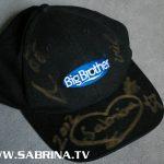 Big Brother Cap eines Crew-Mitglieds, mit Widmung von Sabrina