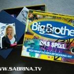 Big Brother-Brettspiel: Eine streng limitierte Anzahl davon wurde von den Bewohnern direkt im BB-Container handsigniert. Mit dabei: die Autogrammkarten aller Bewohner.