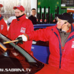 Sabrina Lange auf Mission Morningshow an einer Tankstelle in Berlin-Marzahn