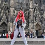 Sabrina Lange am Kölner Dom
